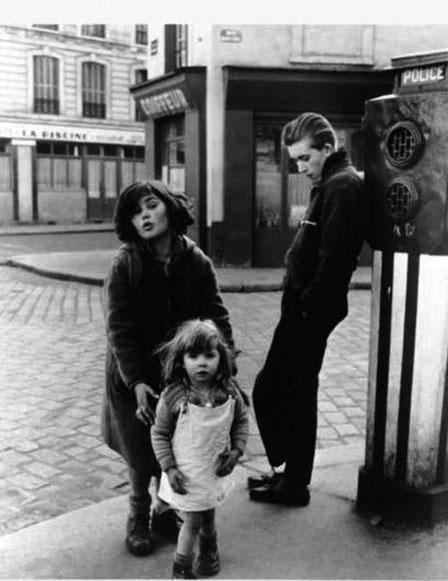 """Robert Doisneau, """"Les enfants de la Place Hébert"""""""
