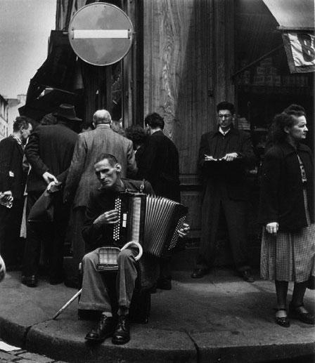 "Robert Doisneau, ""L'accordioniste"""