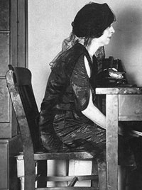 Bess, en una de las muchas sesiones espiritistas que se organizaron para tratar de contactar con su difunto marido