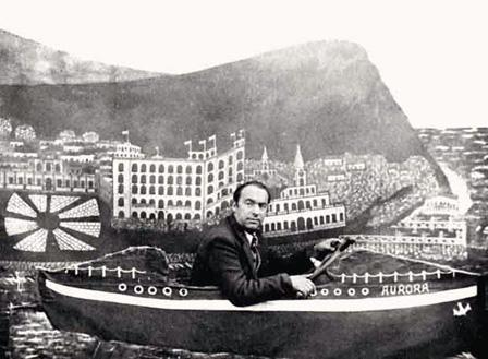 Pablo Neruda, en un decorado del morro de Arica, en Temuco (Chile), durante los años treinta (Archivo de la Fundación Pablo Neruda)